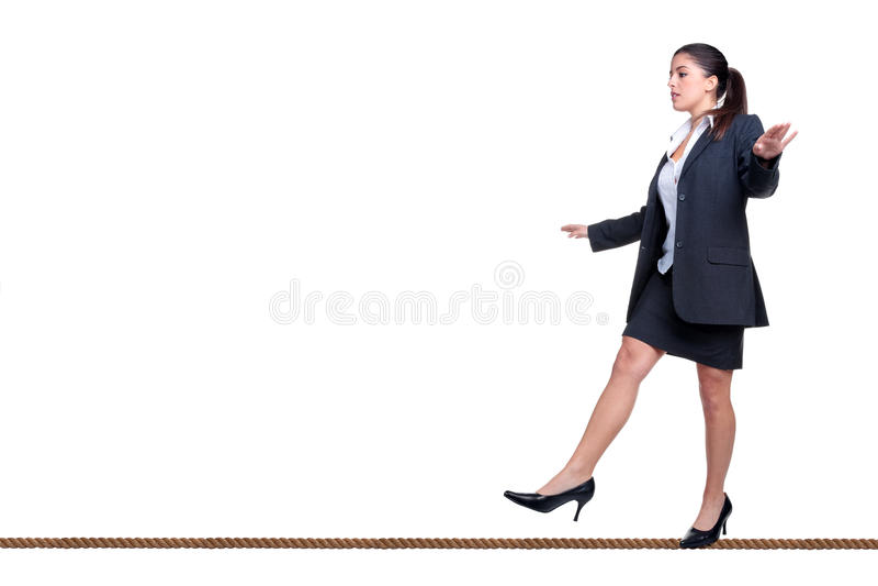 affärskvinna isolerad gå whit för tightrope royaltyfri bild