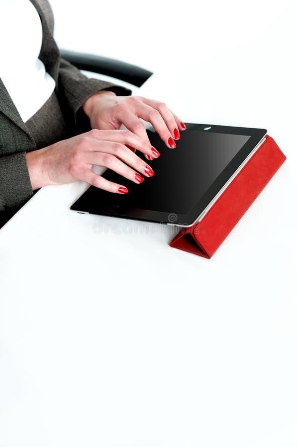 affärskvinna kantjusterat använda för bildPCtablet arkivbild