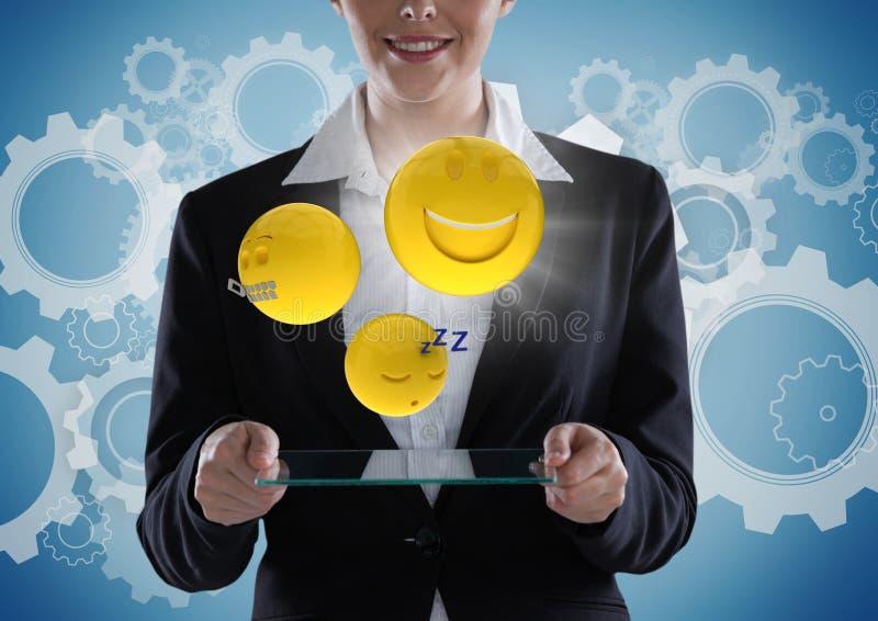 Affärskvinna med den glass apparaten och emojis med signalljuset mot blå bakgrund med kugghjul stock illustrationer