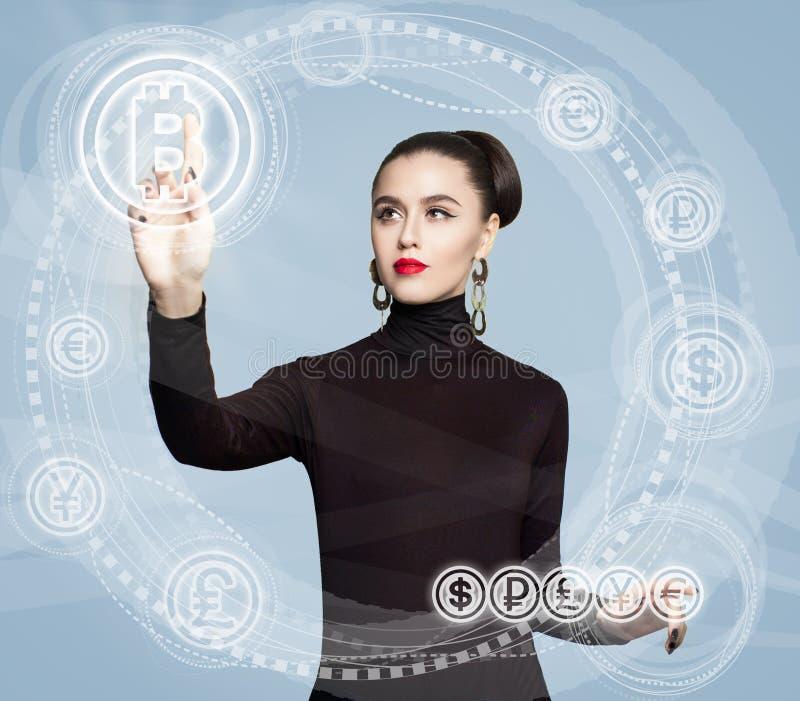 Affärskvinna med det Bitcoin symbolet Blockchain överför begrepp royaltyfri bild
