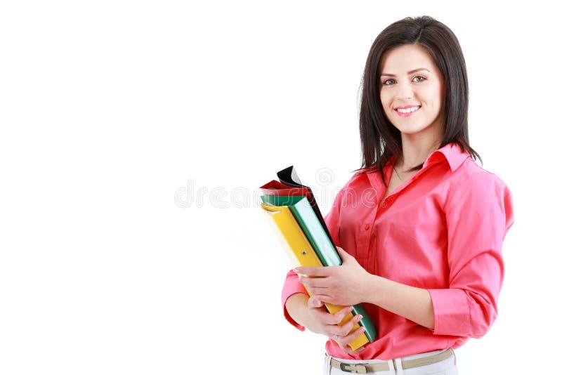 Affärskvinna med färgrika mappar som isoleras på vit backgroun royaltyfri fotografi