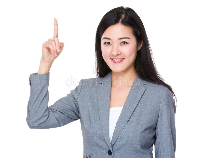 Affärskvinna med fingerpunkt upp arkivfoto