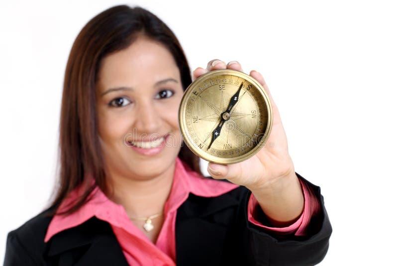 Affärskvinna med kompasset royaltyfria foton