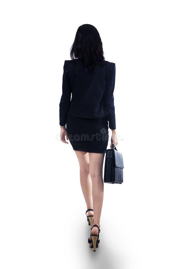 Affärskvinna med portföljen royaltyfria bilder