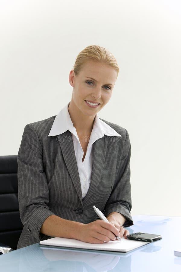 Affärskvinna på ett möte royaltyfri bild