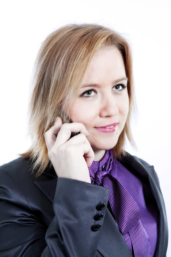 Affärskvinna på mobiltelefonen arkivbilder