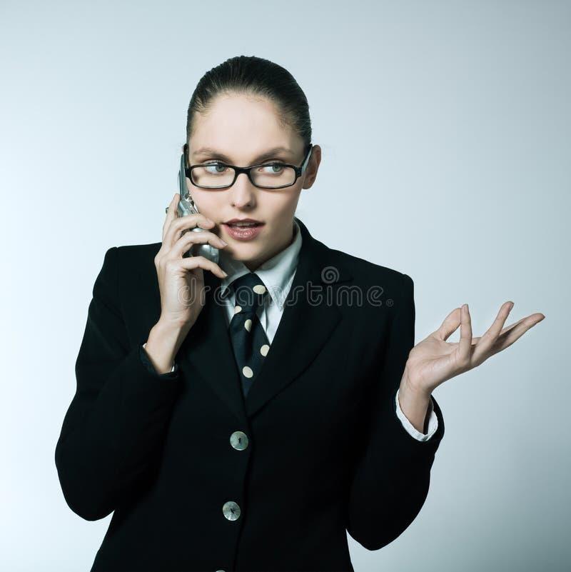 Affärskvinna på telefonen royaltyfria bilder