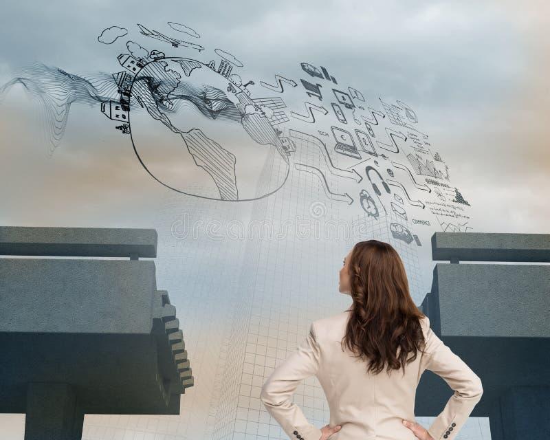 Affärskvinna som är stående tillbaka till kameran arkivfoto