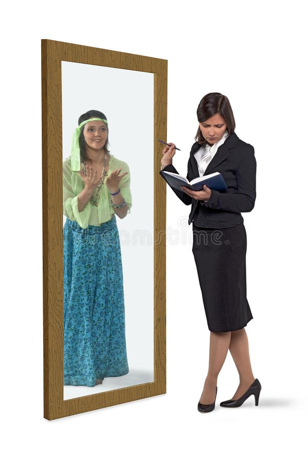 Affärskvinna som åt sidan sätter hennes inre önska arkivbilder