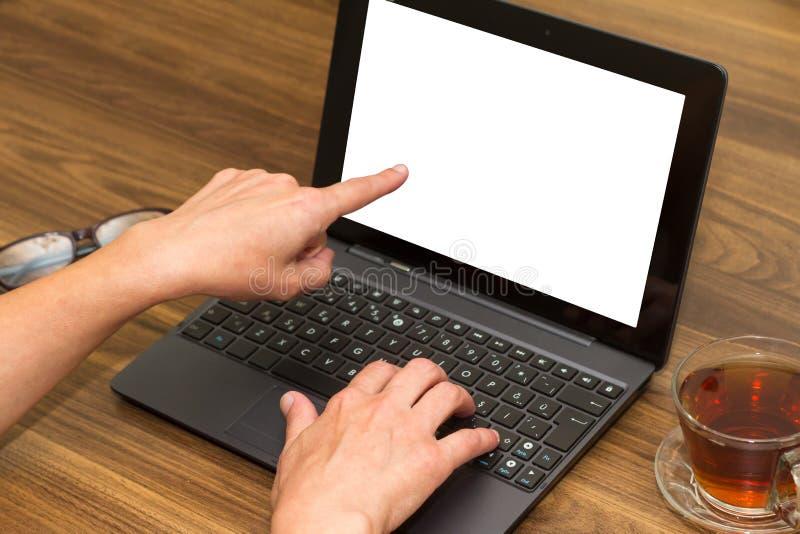 Affärskvinna som använder bärbar dator arkivbilder