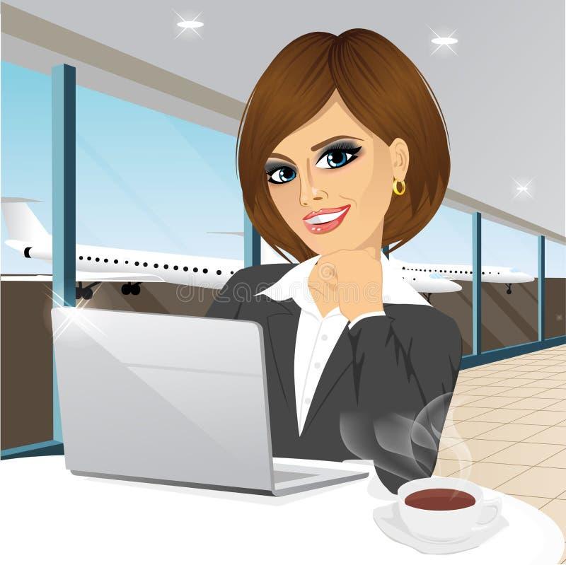 Affärskvinna som arbetar på bärbara datorn på flygplatsen royaltyfri illustrationer