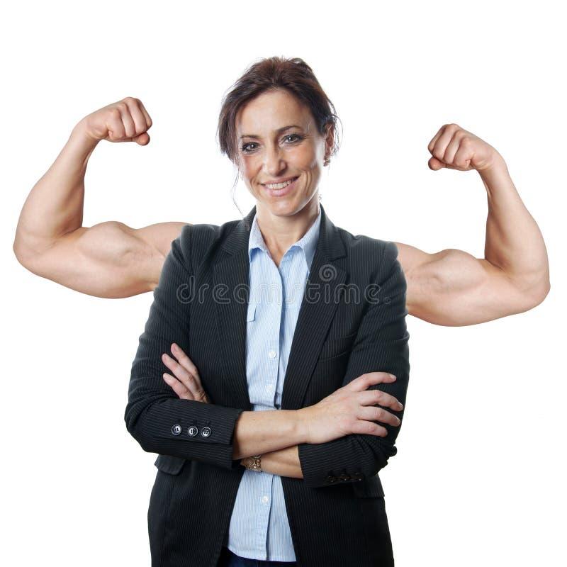 Affärskvinna som böjer muskler royaltyfri foto