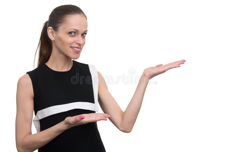 Affärskvinna som framlägger en copyspace isolerat arkivbilder