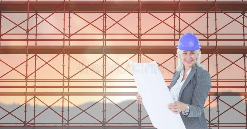 Affärskvinna som framme ser ritningen av materialet till byggnadsställning 3D royaltyfria bilder