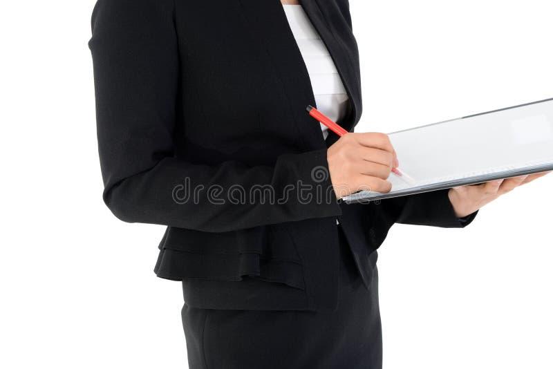 Affärskvinna som granskar den isolerade rapporten på vit royaltyfri foto