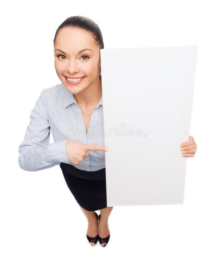 Affärskvinna som pekar till vitmellanrumsbrädet royaltyfri foto