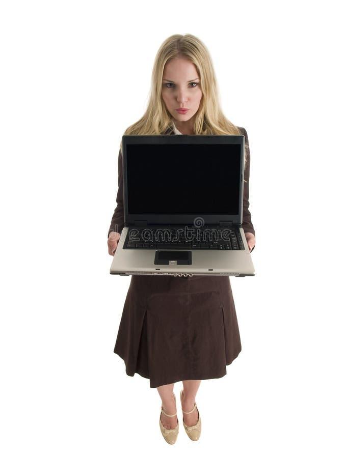 Affärskvinna som presenterar bärbar dator royaltyfri bild