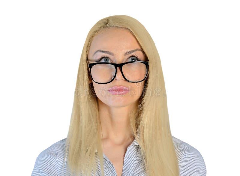 Affärskvinna som ser upp arkivfoto