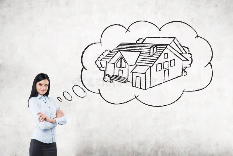 Affärskvinna som tänker om köpandehus arkivbild