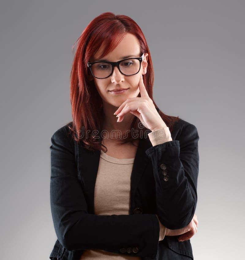 Affärskvinna som tänker om något fotografering för bildbyråer