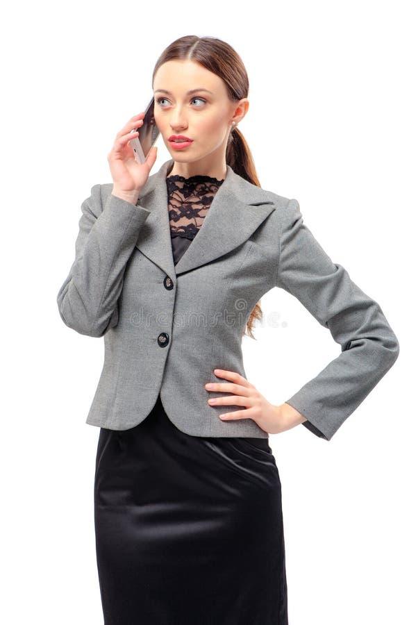 Affärskvinna som talar på den mobila telefonen royaltyfri foto