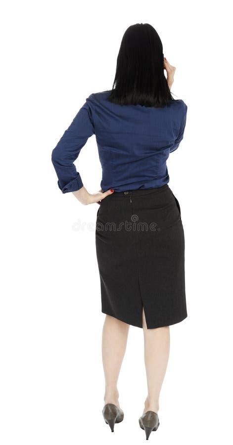 Affärskvinna som talar på telefonen - bakre sikt arkivfoto