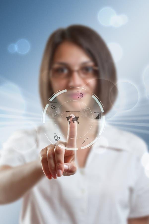 Affärskvinna som trycker på moderna knappar royaltyfri illustrationer