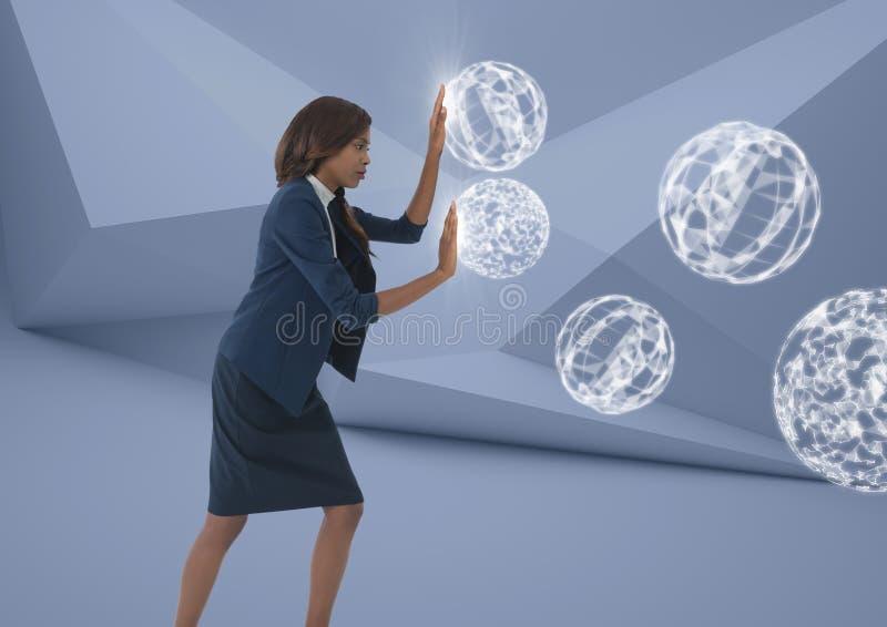 Affärskvinna som trycker på sfärer för orb 3D i minsta rum royaltyfria foton