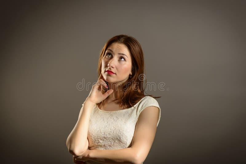 Affärskvinna under tryck arkivbild