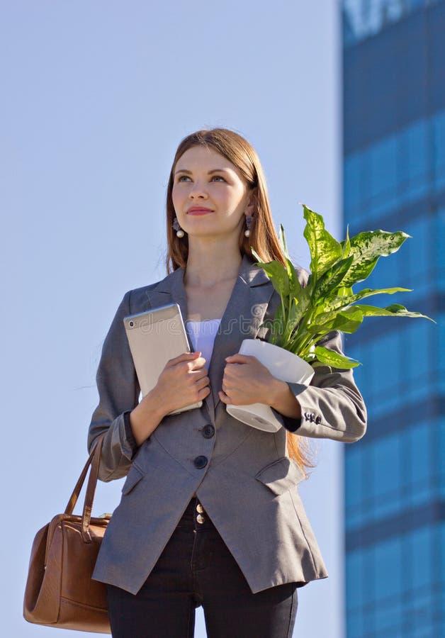 Affärskvinna utomhus arkivfoto
