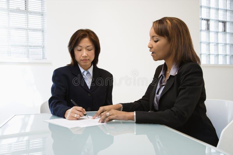 affärskvinnaarbete royaltyfria foton