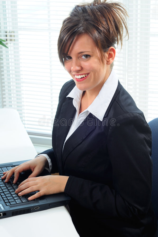 affärskvinnadator royaltyfria foton