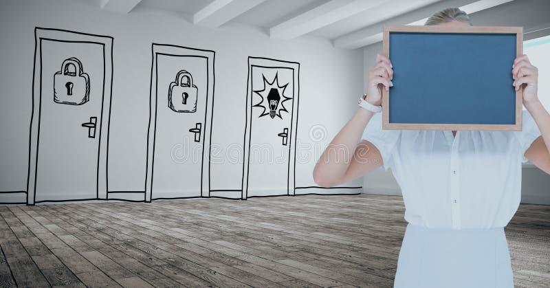 Affärskvinnainnehavet kritiserar mot utdragna dörrar royaltyfri illustrationer
