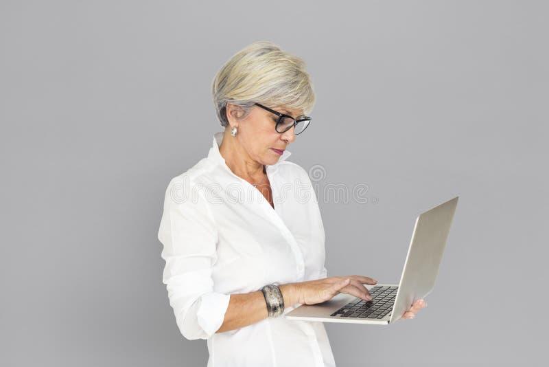 AffärskvinnaLaptop Technology Working begrepp royaltyfria bilder