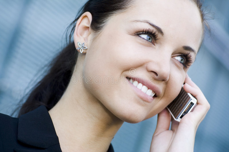 affärskvinnamobiltelefon royaltyfri foto