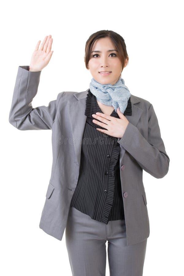 Affärskvinnan ger dig som en gest av svär fotografering för bildbyråer