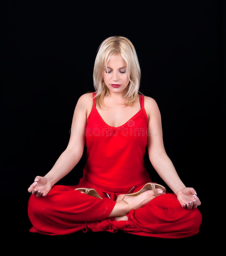 Affärskvinnan har meditation på lunchavbrottet royaltyfri foto