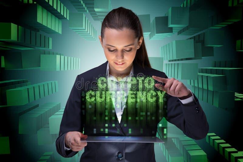 Affärskvinnan i blockchaincryptocurrencybegrepp royaltyfria foton