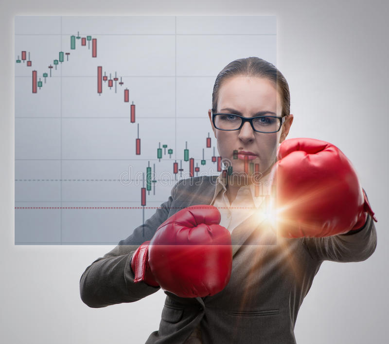 Affärskvinnan i konkurrensbegrepp med boxning royaltyfri bild