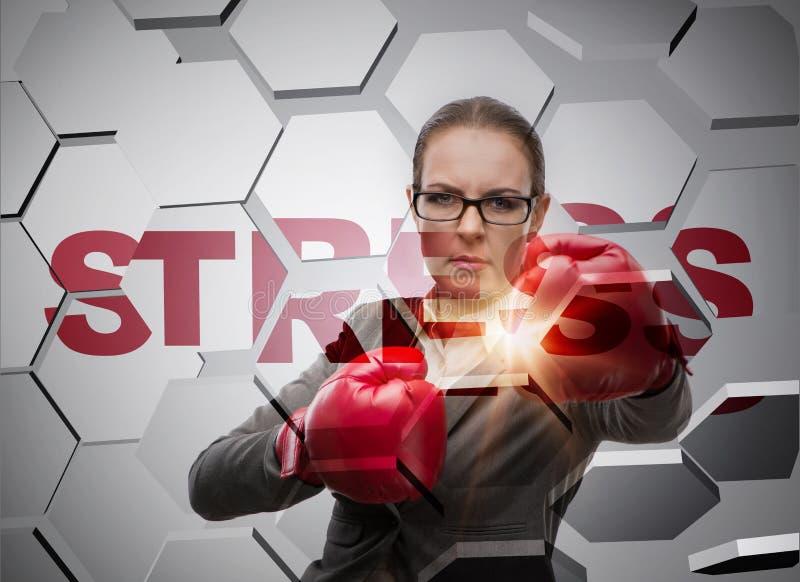 Affärskvinnan under spänning i affärsidé arkivfoton