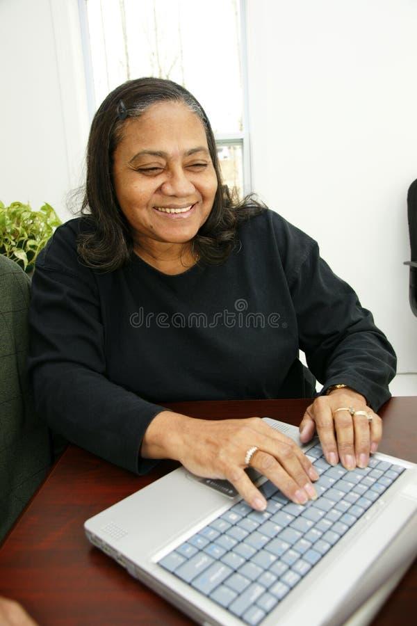 affärskvinnapensionär royaltyfria bilder