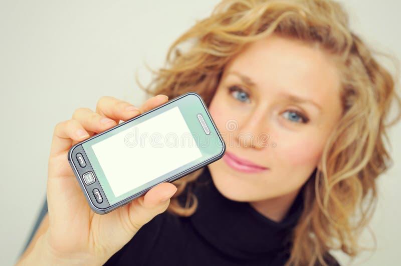 Affärskvinnavisningmobiltelefon arkivbilder
