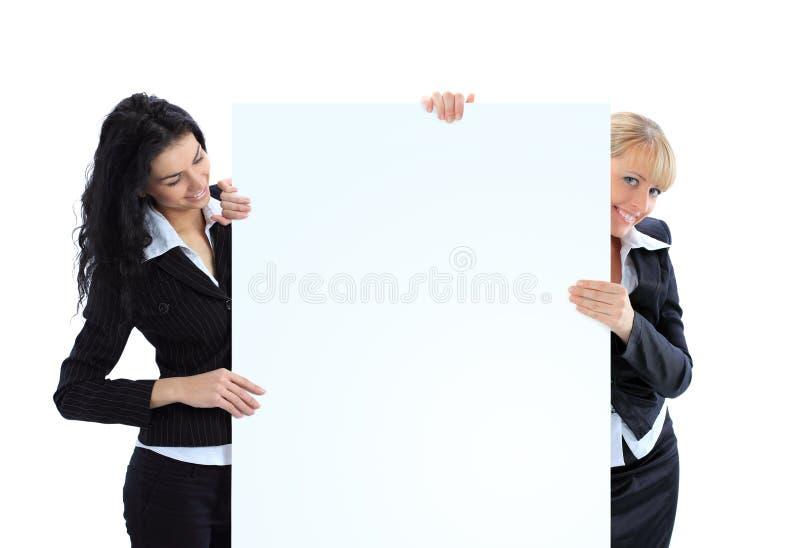 Affärskvinnor med ett vitt baner royaltyfri fotografi