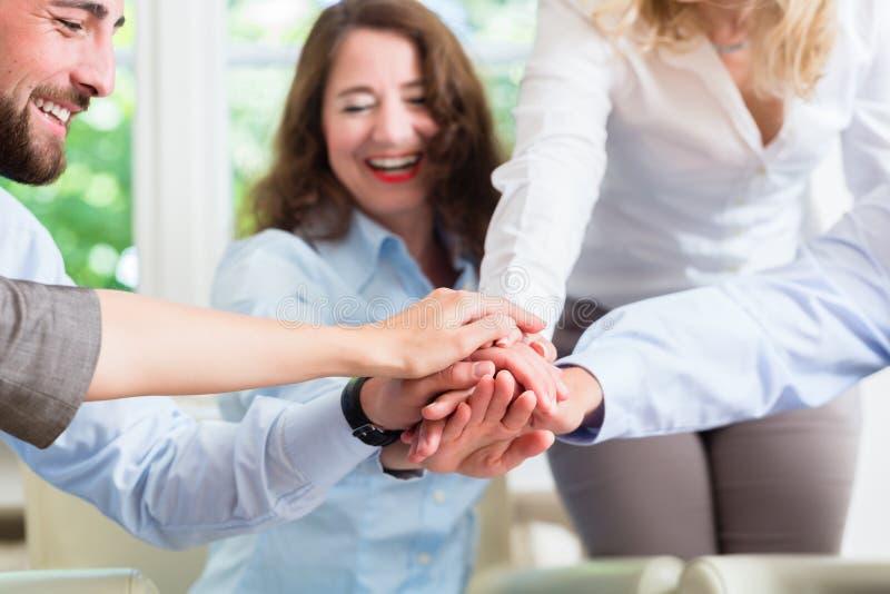 Affärslag som får motivationen för bättre arbete royaltyfri foto