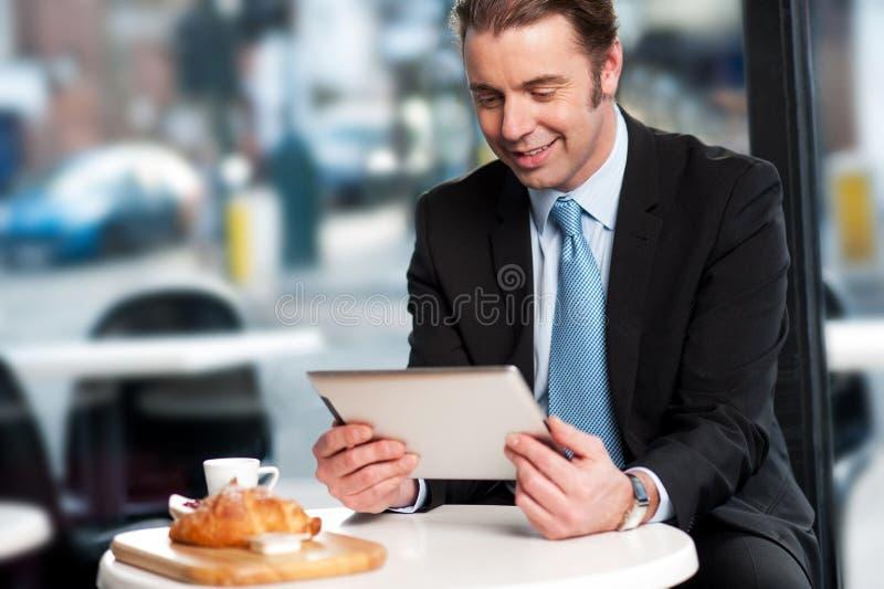 Affärsledare på den öppna restaurangen royaltyfri fotografi