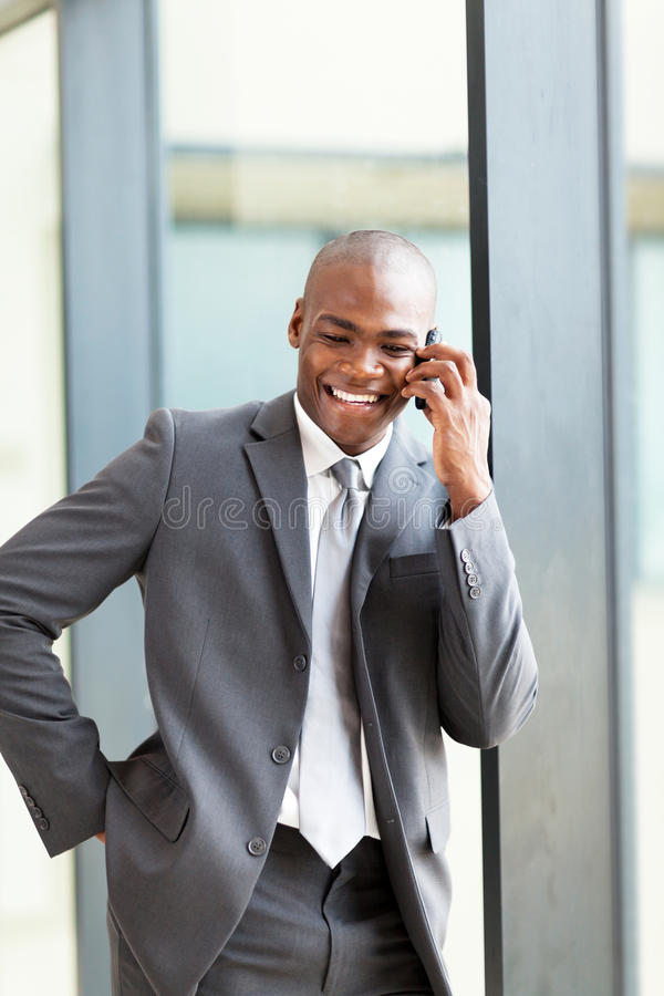 Affärsledare på telefonen royaltyfri bild
