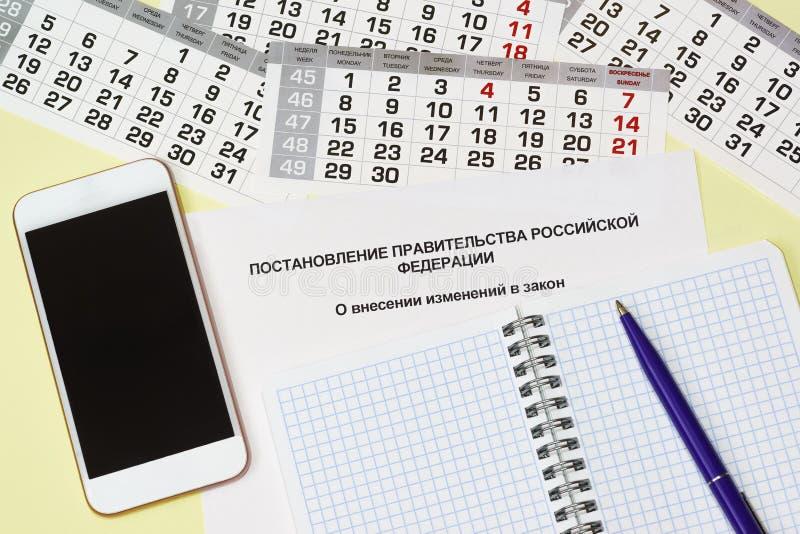 affärslivstid fortfarande Inskrift i rysk upplösning av regeringen som är från den ryska federationen på rättelser till lagen arkivfoto
