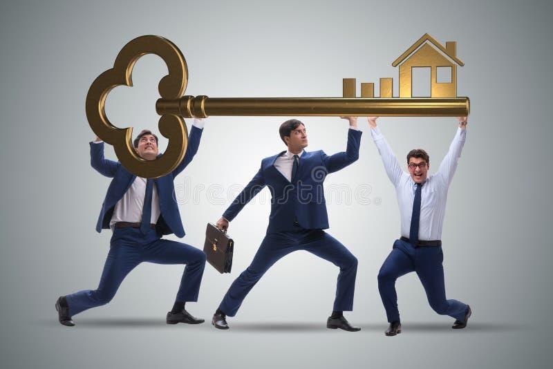 Affärsmännen som rymmer jätten, stämmer i fastighetbegrepp arkivfoto