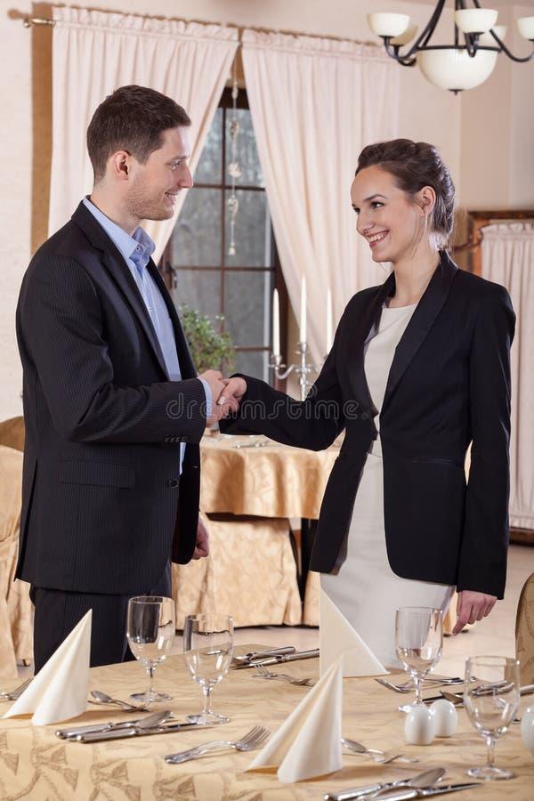 Affärsmöte i restaurang royaltyfria bilder