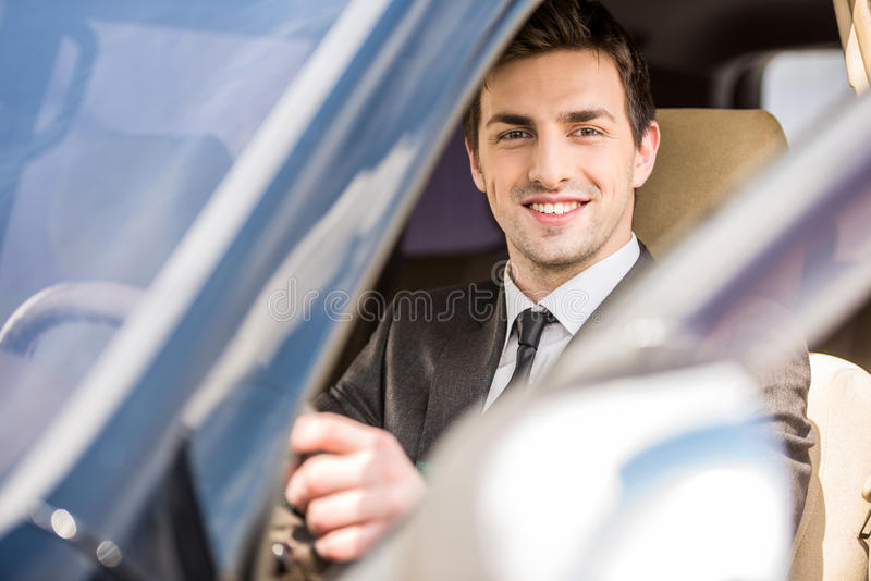 Affärsman In The Car royaltyfri foto